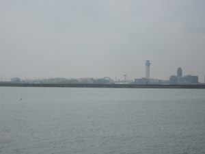 海の向こうに羽田空港