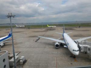 屋内から飛行機がよく見えます