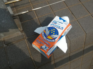 子供の大好きな飛行機の形をしたブルーインパルス弁当